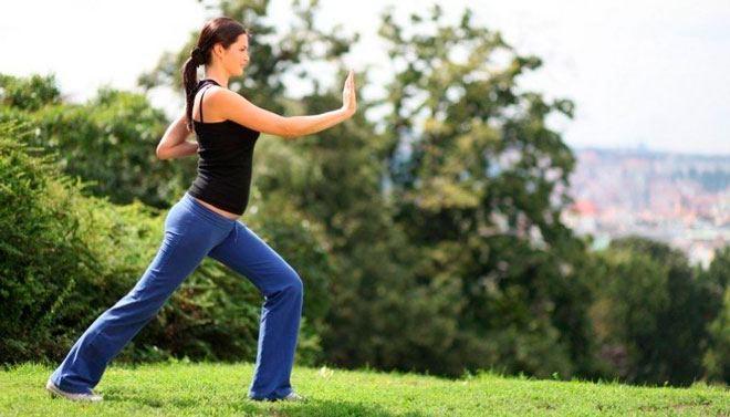 Плавные движения, сочетающиеся с дыхательным ритмом, нормализуют работу нервной системы, обеспечивают кровь кислородом, разогревает суставы и мышцы.