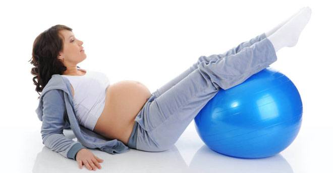 Спортивные нагрузки, пожалуй, одна из самых противоречивых тем, всплывающих в связи с беременностью и рождением ребенка.