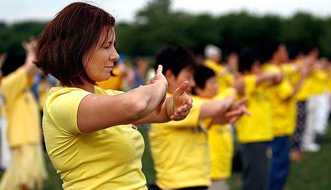 Цигун — это объемная система знаний и методов из даосских учений и буддийских психопрактик, которая включает упражнения, медитацию и способы дыхания, влияющие на развитие личности, оздоровление и расширение сознания.