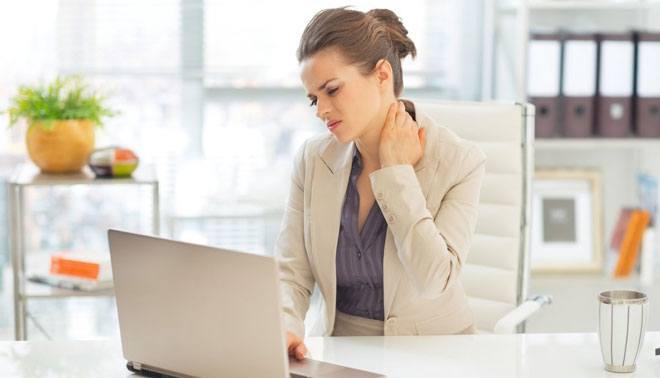 Гиподинамия и недостаточная нагрузка приводят к тому, что мышцы шеи ослабевают.