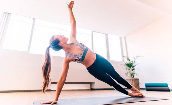 Выполняя простые упражнения, вы помогаете организму активировать внутренние ресурсы быстрее и работать днем эффективнее.