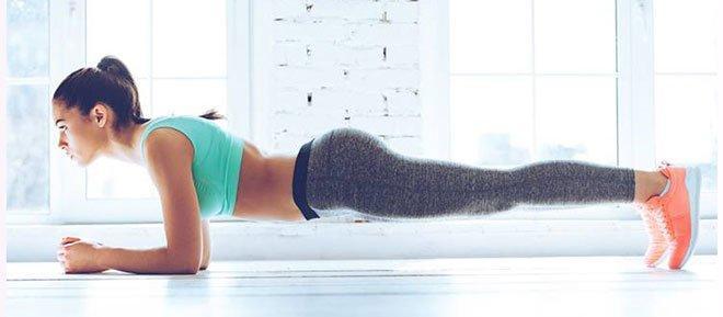 Упражнение планка – это самое лучшее, что было изобретено для ленивых, неспортивных, но мечтающих о хорошей фигуре женщин.