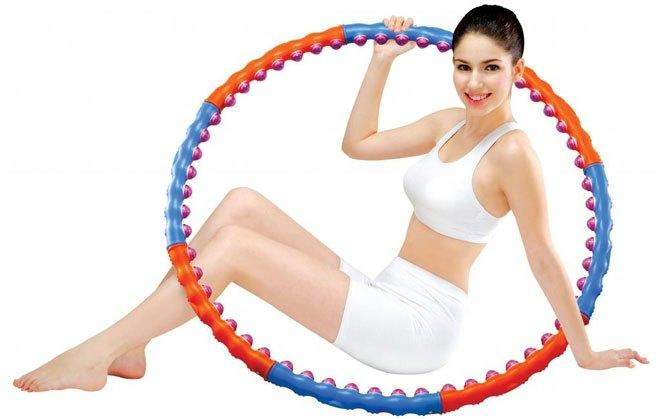 Кручение обруча – универсальная тренировка, во время которой задействованы все группы мышц.