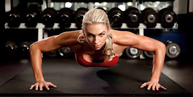Отжимания от поля являются самым известным, и самым доступным упражнением для грудных мышц, трицепса и дельт.