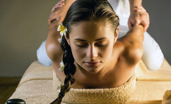 Главная концепция тайского массажа заключается в единстве воздействия на физические и энергетические зоны тела.
