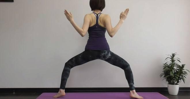Старайтесь почувствовать все мышцы тела, задействованные в упражнении, так эффект от его выполнения будет максимально полезным.