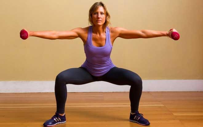 Приседания помогут быстро сформировать привлекательный рельеф, даже если Вы страдаете от лишнего веса.