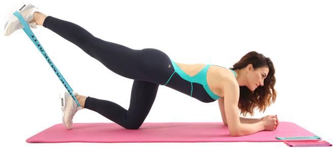 Фитнес-резинка – это простой и удобный спортивный инвентарь для занятий в зале или в домашних условиях, который обеспечивает дополнительную нагрузку для мышц.