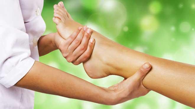 Массаж ускоряет кровоток в мышцах и тканях, улучшает отток лимфы