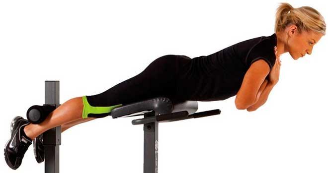 В процессе тренировки следите за дыханием. На поднятии корпуса – выдох, на опускании — вдох.