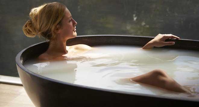 Когда ванна принята, необходимо растереть проблемные зоны, смазать питательным кремом кожу.