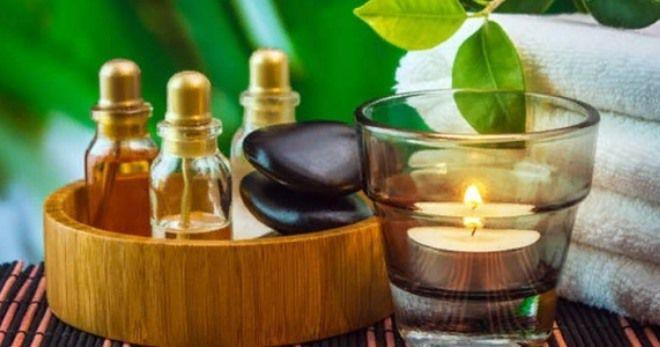 В эфирных маслах содержатся все необходимые витамины и микроэлементы необходимые для красоты кожи.