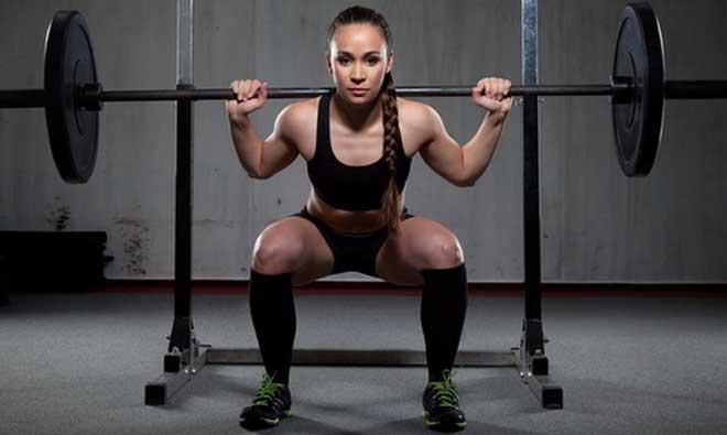 Фронтальный присед издавна является одним из элементов подготовки спортсменов к силовому толчку штанги.