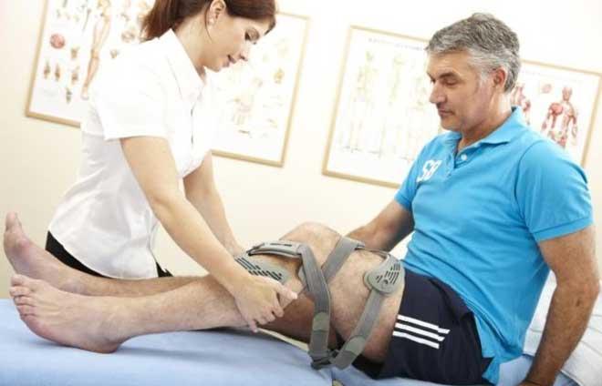 Часто вместе с мениском травмируются и крестообразные связки колена.