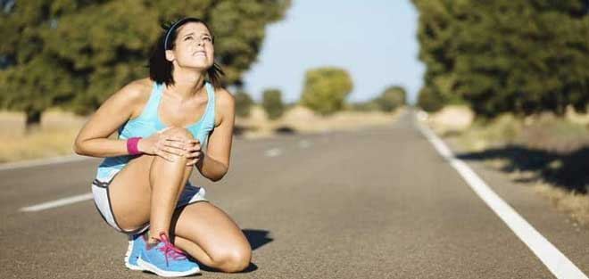Очень характерные болевые ощущения, появляющиеся ближе к концу тренировки. Усиливается боль при ускорениях.