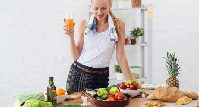 При отсутствии углеводных продуктов питания калории поступают из белков и жиров — а даже в рамках кето диеты их сложно съесть слишком много.