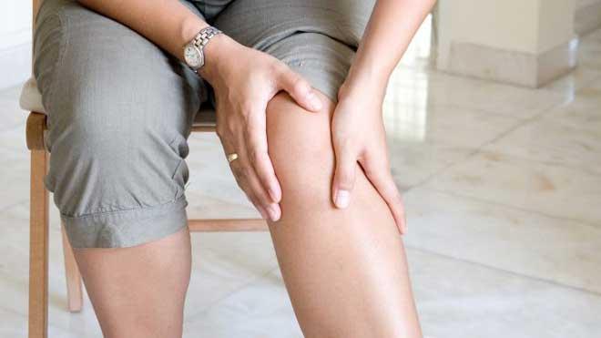 Артроз — заболевание, разрушающее суставной хрящ, капсулы сустава и деформирующее кость.