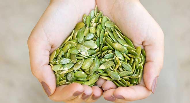 Изначально семена использовались в качестве лекарственного препарата, но со временем оценили и вкусовые качества продукта и начали добавлять в различные блюда.