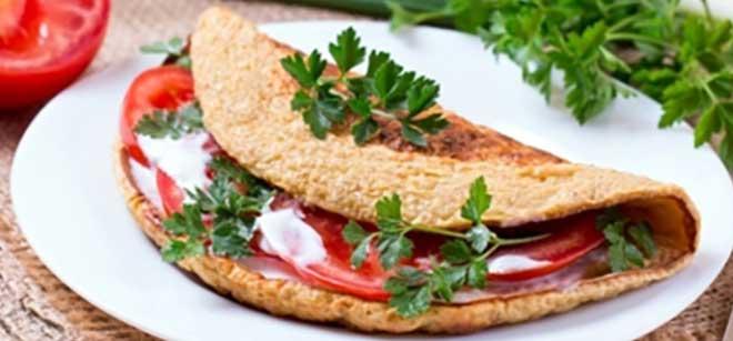 В отличии от многих углеводных завтраков, этот рецепт содержит медленные углеводы, а потому прекрасно утоляет чувство голода.