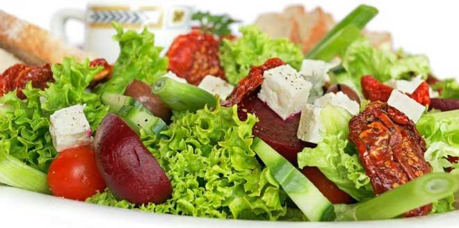 Не стоит отказываться полностью от мясных блюд, в противном случае организм будет подвержен стрессовой ситуации.