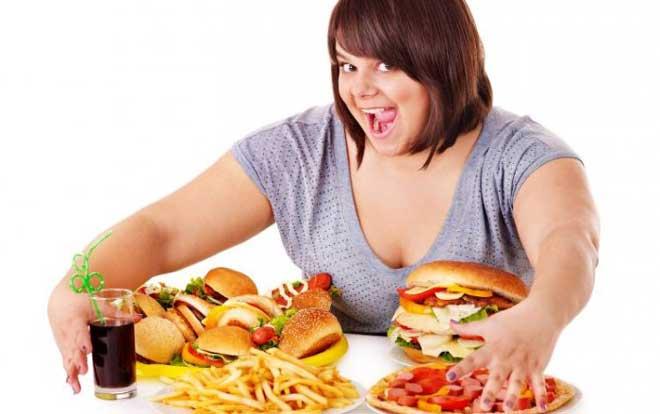 Психолог поможет выяснить, от чего вы спасаетесь с помощью еды, какие невысказанные трудности пытаетесь решить.