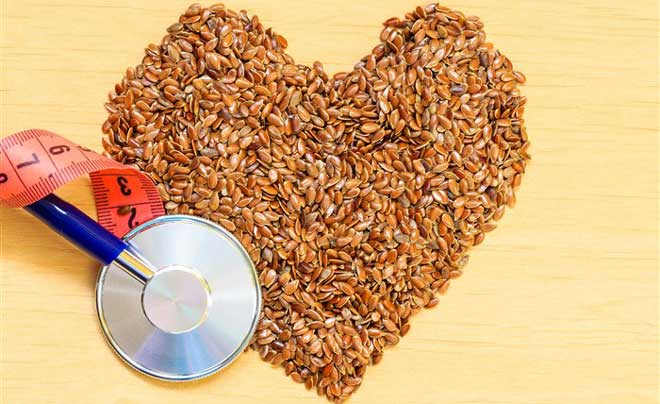 Семена льна могут нанести какой-то вред только в случаях неумеренного потребления – более 50 г в сутки, а вот польза их для здоровья как женщин, так и мужчин огромна.