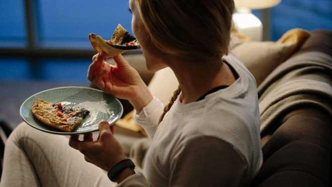 Вечерний голод способствует также к тому, что организм начинает перерабатывать собственный жир, экономя глюкозу.