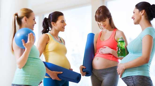 Очень питательные и полезные продукты во время беременности – молоко, сыр, творог. Творожный десерт – отличная замена сладостям.