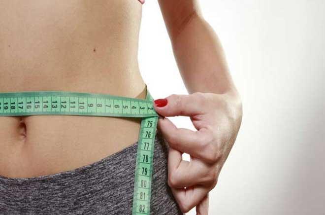 Чтобы талия существенно стала меньше, нужно не просто качать пресс, а делать различные упражнения, которые будут качать все мышцы живота и сжигать лишние калории.