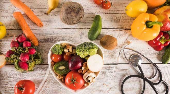 Большое количество овощей, фруктов улучшает выведение токсинов и стимулирует работу кишечника, благодаря содержащейся клетчатке.