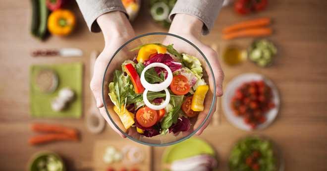 То, что можно съесть сырым, ешьте сырым, в остальных случаях используйте пар, гриль без жира, тушение.