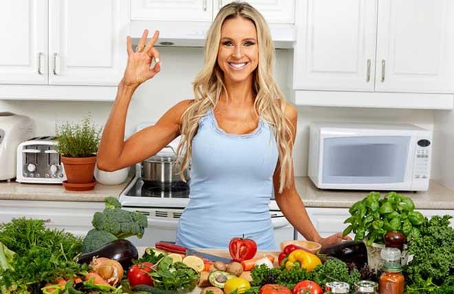 На первых этапах диеты резкое ограничение углеводов может вызвать трудности, резкое изменение пищевых привычек психологически сложно.