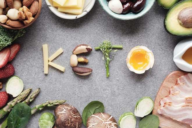Основу рациона при кето-диете составляют продукты с высоким содержанием жиров, а также белков.