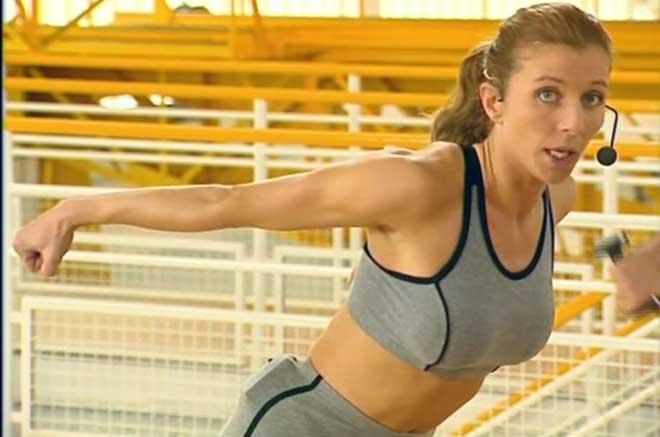 Тренировка проходит в быстром темпе, поэтому ее нельзя назвать легкой.