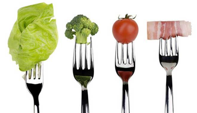 Суть диеты состоит в том, что вы едите много белковой пищи, но избирательно, и довольно сильно ограничиваете углеводы.