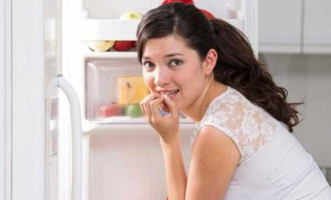 Одну из ключевых ролей в режиме питания после удаления желчного пузыря играет прием витаминов, в особенности тех, что поддерживают нормальную работу печени: аскорбиновая кислота, витамины групп B и К.