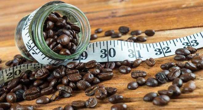 В готовом виде в кофе содержится всего 2 ккал. Однако чем крепче кофе, тем больше в нем калорий.