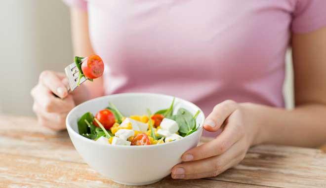Желательно провести небольшую подготовку к «голодному» дню. Накануне лучше выбирать более «легкие» продукты — как минимум для ужина.