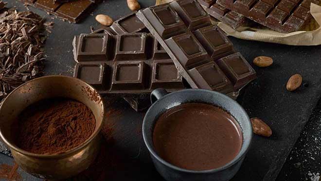 Выпитый натощак черный кофе улучшает обмен веществ.