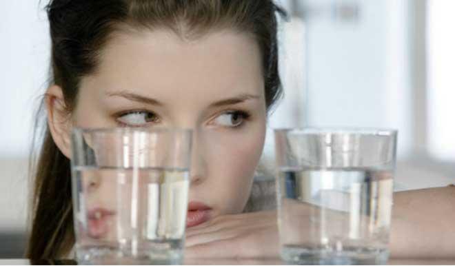 Диета запрещена при заболеваниях почек и мочеполовой системы, при низком уровне минералов.