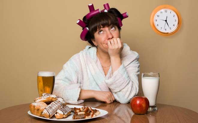 Дробное питание для похудения позволяет плавно и аккуратно снизить дневное количество калорий и физически уменьшить количество пищи — без лишнего стресса и острого голода.