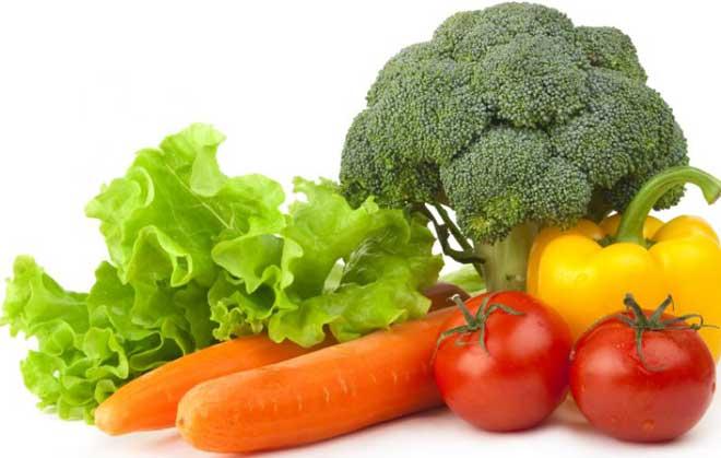 В качестве заправки для салатов выбирайте растительное масло. Иногда можно заправлять их сметаной с низким процентом жирности.