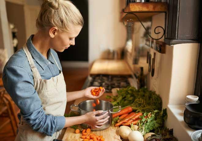 Лицам, страдающим от болезней кишечника, частых расстройств от этой диеты стоит отказаться.