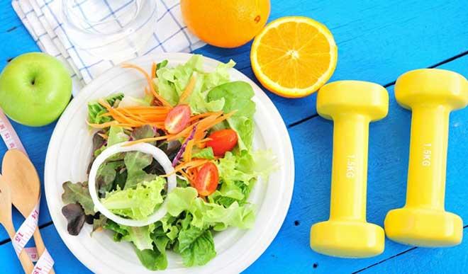 За 2-3 недели можно сбросить 8-9 кг. При этом голодать не нужно, главное – не допускать переедания и не наедаться перед сном.