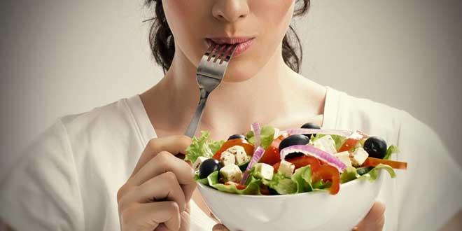 Смысл диеты в том, что каждый день нужно есть определенные продукты. Но питание остается сбалансированным, так как в меню присутствуют белки, жиры и углеводы.