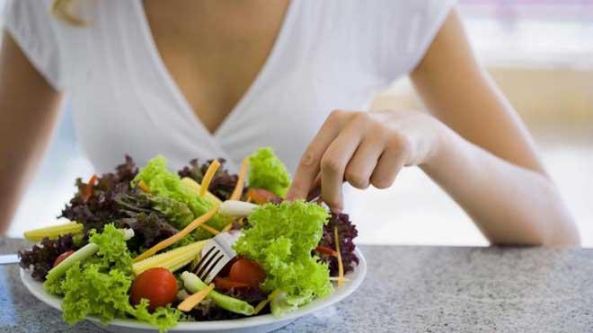 В диетическом питании полностью исключается острое, жаренное, копченое, ограничивается кислое и соль.