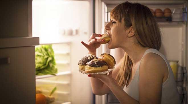 Вечером организм обязательно нужно радовать вкусной, здоровой, но не слишком тяжелой пищей.
