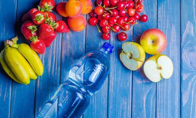 Пейте простую питьевую воду — не охлажденную и не кипяток (она очищает желудочно-кишечный тракт и запускает обменные процессы).