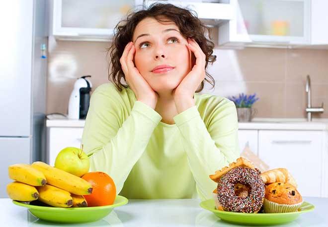 Кофе, как и все продукты, которые Вы едите или пьете, попадает в грудное молоко, поэтому желательно ограничить его потребление при кормлении грудью.