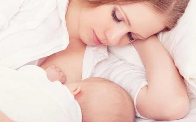 В период кормления грудью молодой маме необходимо особенно тщательно продумывать свой ежедневный рацион.